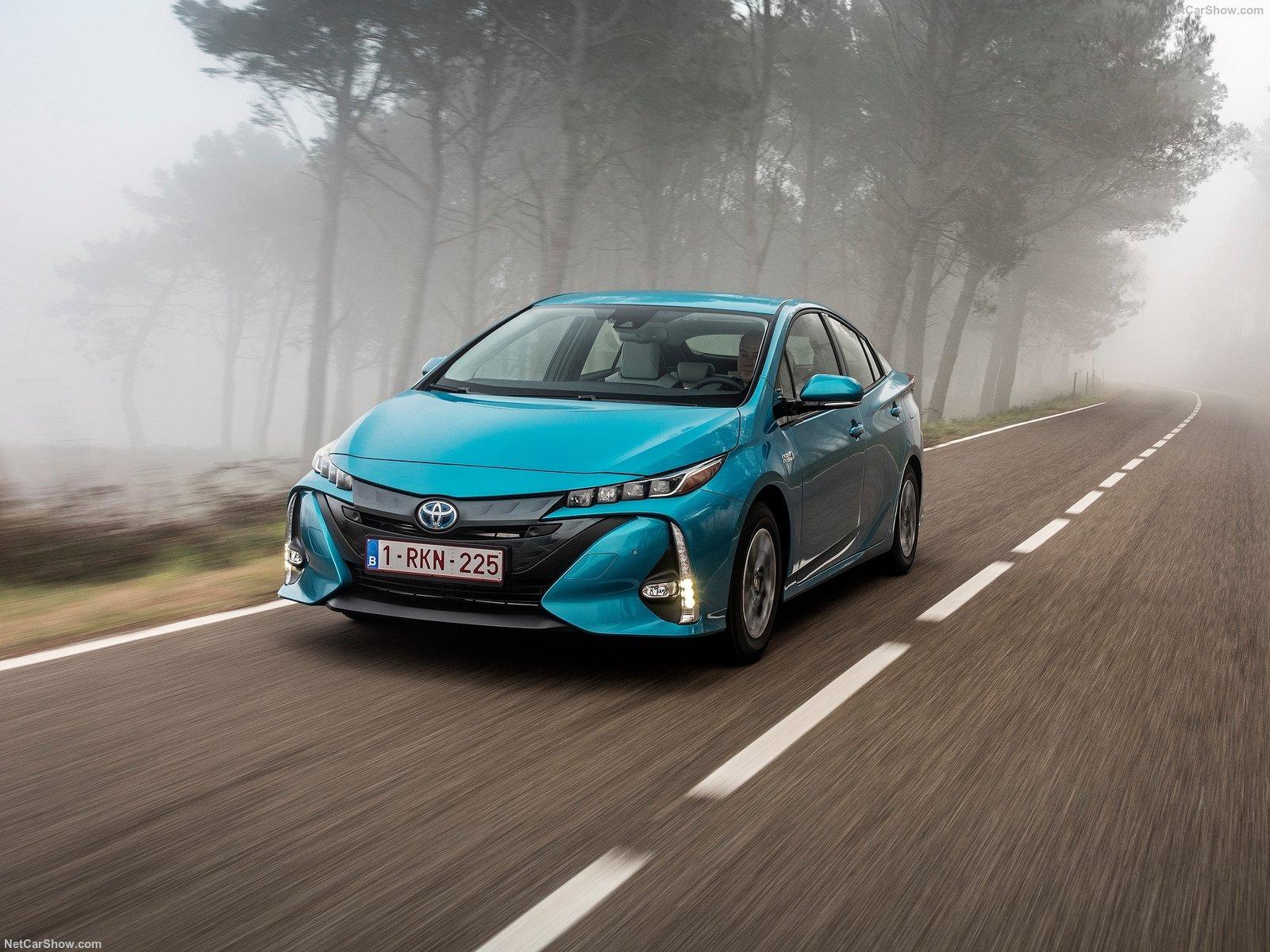 Toyota Prius 2017 в новом кузове: комплектации, цены, фото и видео