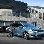 Chrysler Pacifica 2019 года — очередное обновление популярного семейного компактвэна