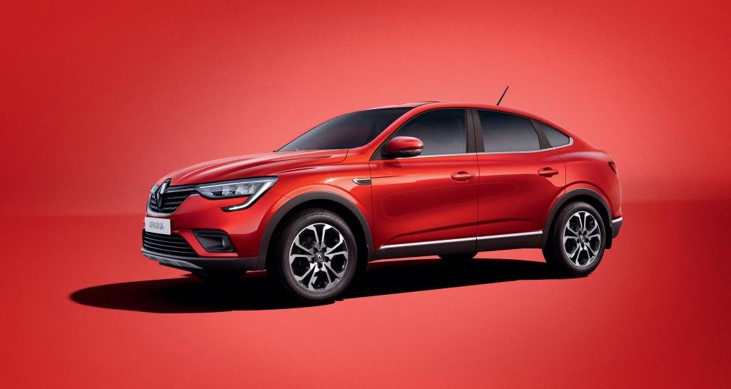 Бюджетный французский кроссовер Renault Arkana против доступного китайского внедорожника Changan CS55 – что окажется лучше для российского покупателя